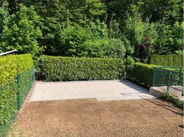 Gartensitzplatz mit Kieselsteinen